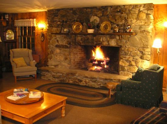 Turn of River Lodge: Lounge (BYOB)