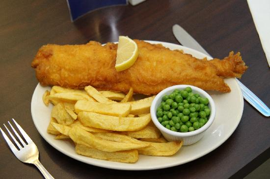 Arbroath, UK: Bellrock Fish, chips and peas