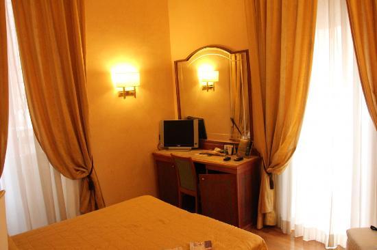Hotel Regno: room
