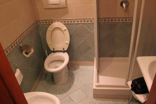 Hotel Regno: bath