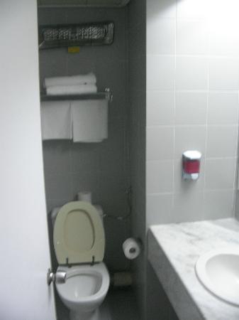 Mount Carmel Hotel: Bathroom