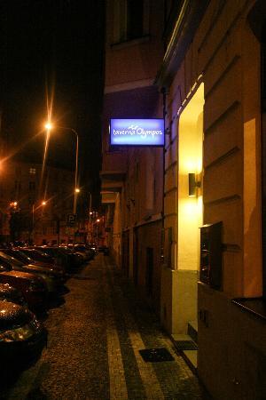 Taverna Olympos: Sign on Kubelikova street