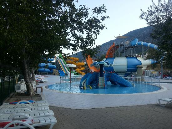 The Grand Ucel Hotel: Water slides