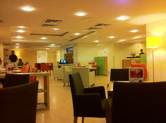 SunFlower Park Hotel: Lobby