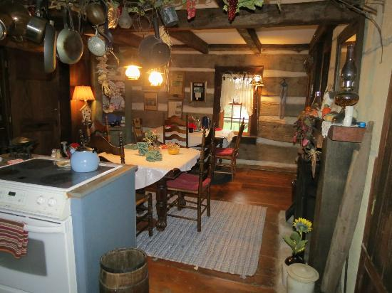 Country Road Bed and Breakfast: Kitchen/Shared Area