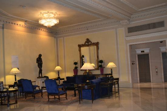 The Westin Palace Madrid: Lobby seating area
