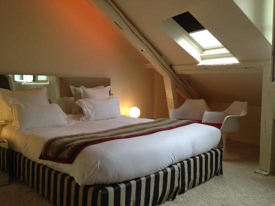 Hotel du Petit Moulin : Room 403 top floor coziness