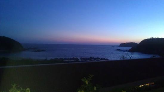 Secrets Huatulco Resort & Spa: view from balcony at sunset