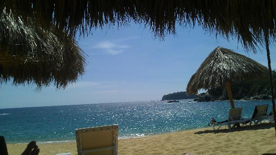 Secrets Huatulco Resort & Spa : view from swing on the beach