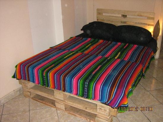 Organic House Hostel: pallet bed