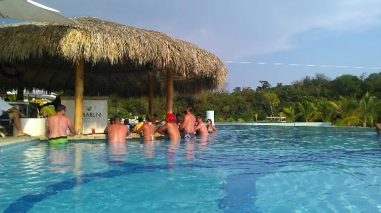 Secrets Huatulco Resort & Spa : Marlin swim up bar