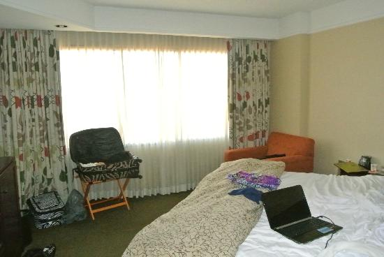 Embassy Suites by Hilton Secaucus - Meadowlands: one of the bedrooms