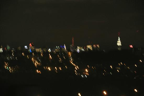 Embassy Suites by Hilton Secaucus - Meadowlands: skyline at night
