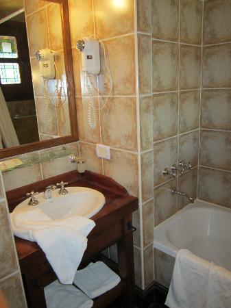 Sissi Haz Hotel Boutique: Baño con bañera