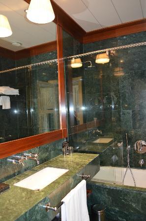 Hotel 1898: Bath