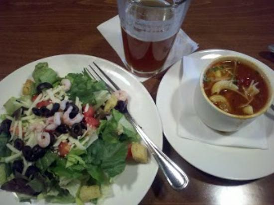 Big Fish Grill: soup and salad