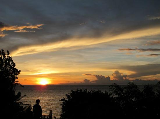 Shangri-La's Boracay Resort & Spa: sunset at Solana