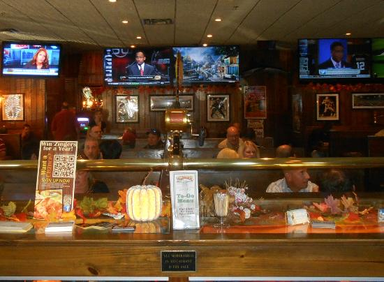 Miller's Ale House - Jacksonville Southside: Ale House Dining Area