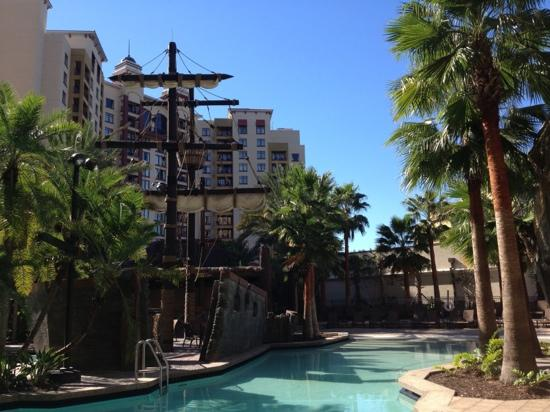 Wyndham Grand Orlando Resort Bonnet Creek: another view of the pool