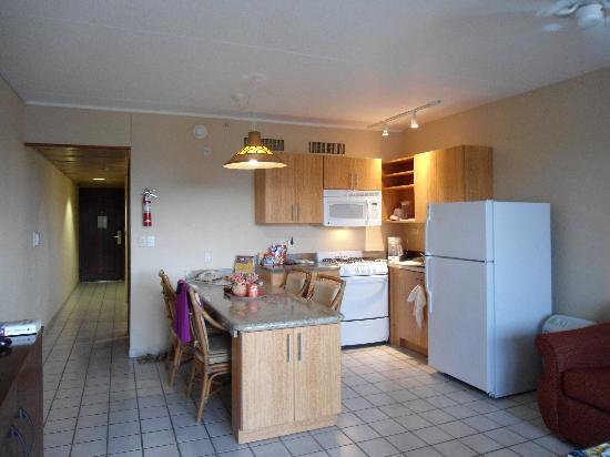 Casa Del Mar Beach Resort: Ambassador Suite newly renovated kitchen