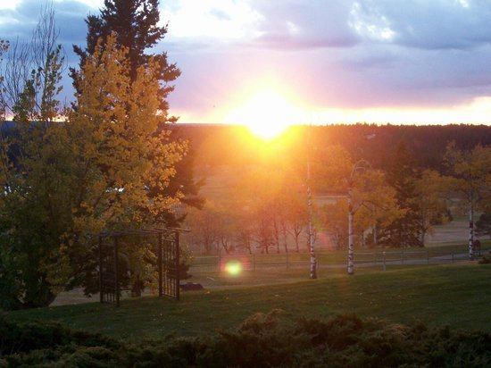 108 Resort: Sunset over the golf course