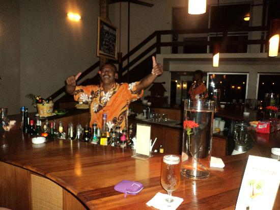 Bedarra Beach Inn: Vesi the bartender