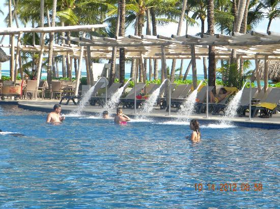 Barcelo Bavaro Palace: Spray area in the pool