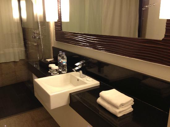 Sensa Hotel: bathroom- junior suite.