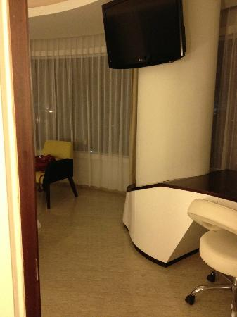 Sensa Hotel : with two large pillars and awkwardly arranged furniture.....