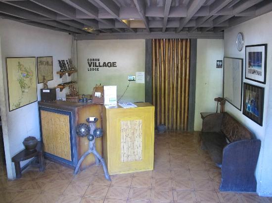Coron Village Lodge: Front desk