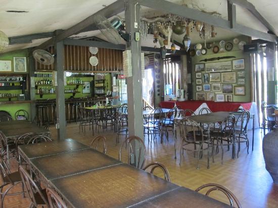 Coron Village Lodge: Main dining area