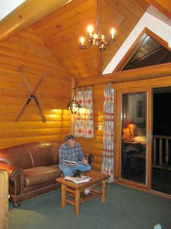 Baker Creek Mountain Resort: very spacious sitting area with high vaulted ceilings and entrance to balcony