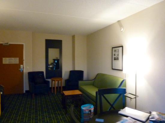 Fairfield Inn & Suites Kennett Square Brandywine Valley: lounge room of 1 bed suite