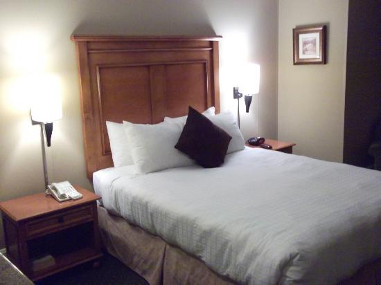 Sylvia Hotel: Comfortable bed