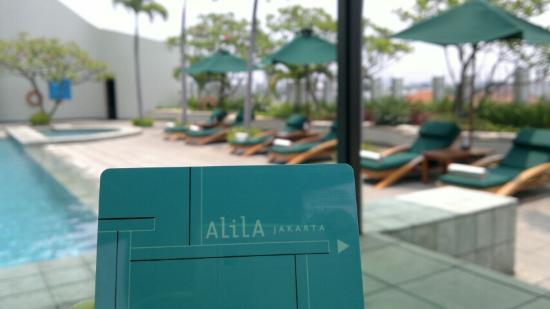Alila Jakarta: Outdoor swimming pool
