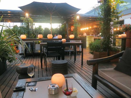 rooftop bar picture of hotel pulitzer barcelona. Black Bedroom Furniture Sets. Home Design Ideas