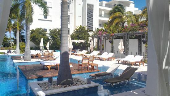 Gansevoort Turks + Caicos: Ganseevoort's pool