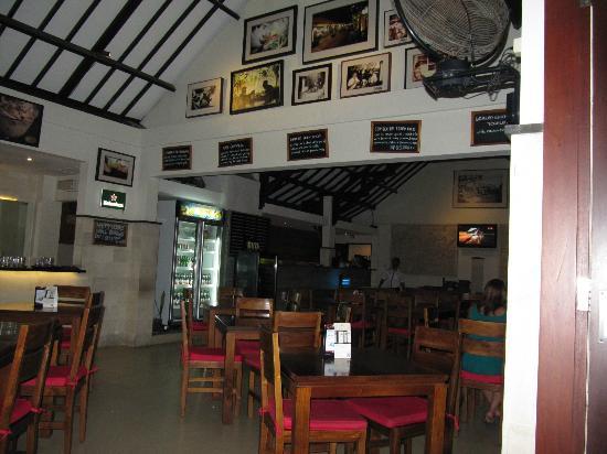 Yulia Beach Inn: Restaurant
