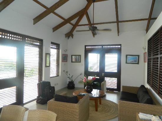Stonefield Villa Resort: Jacaranda living room
