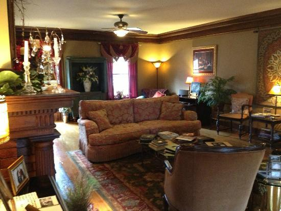 Inn on Crescent Lake: Living Area