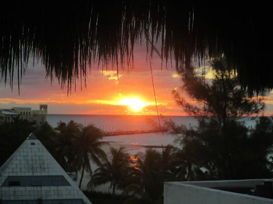 Blue Parrot Suites: Sunrise from the palapa