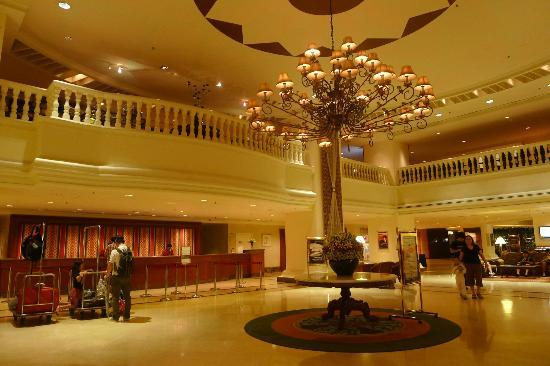 Hotel Equatorial Melaka: The spacious but rather dated lobby