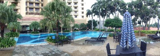 Hotel Equatorial Melaka: Panoramic view of the swimming pool