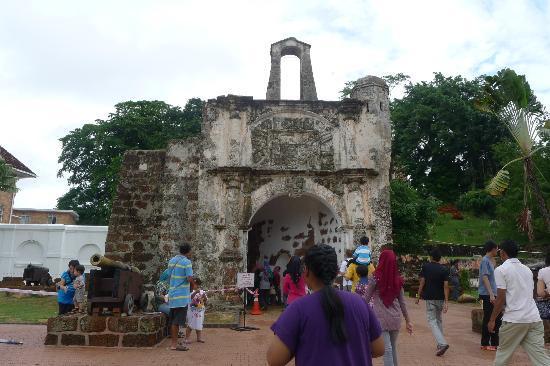 Hotel Equatorial Melaka: A Famosa, the symbol of Malacca - only 5 minutes walk