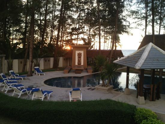 Amity Wellness: sunset over pool