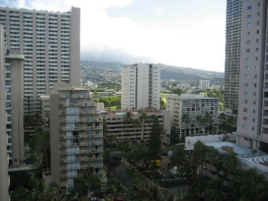 OHANA Waikiki Malia by Outrigger : 15階から山を望む