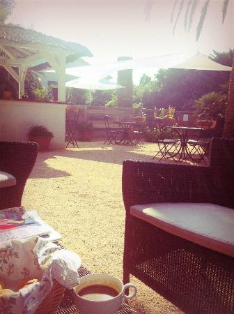 Hotel Synaya : Dining Outside