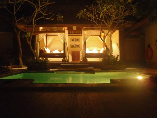 The Ubud Village Resort & Spa: rice field view villa at night