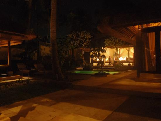 The Ubud Village Resort & Spa: Rice view room at night
