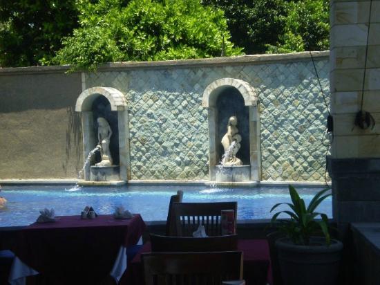 Pelangi Bali Hotel : pool fountains
